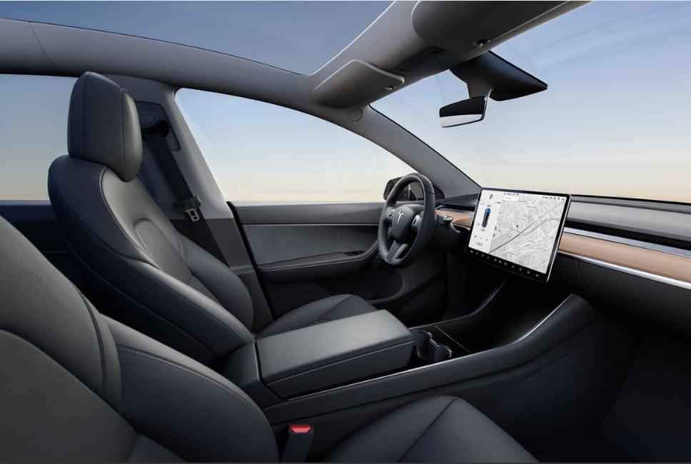tesla-model-y-interior-968x650