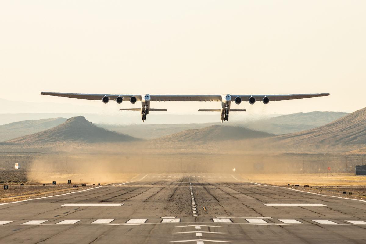 Dünyanın en büyük uçağı göklerde