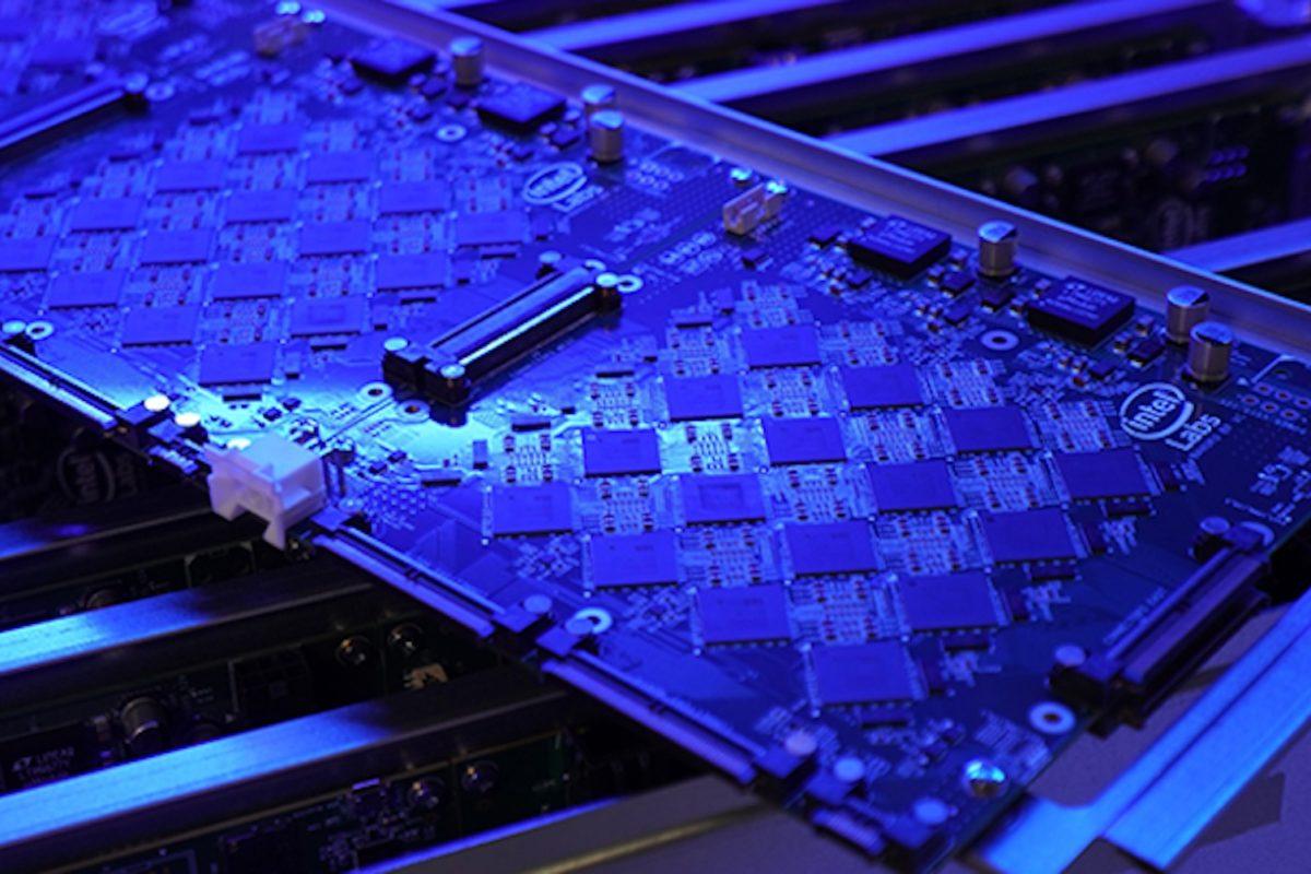 Intel'in yeni nöromorfik Pohoiki Springs sistemi 100 miyon yapay sinir hücrelerine sahip